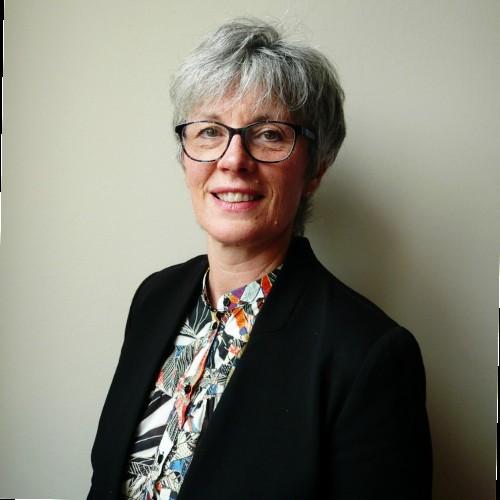 Anne-Marie Meudec, chargée des alumni de l'IHEDREA.